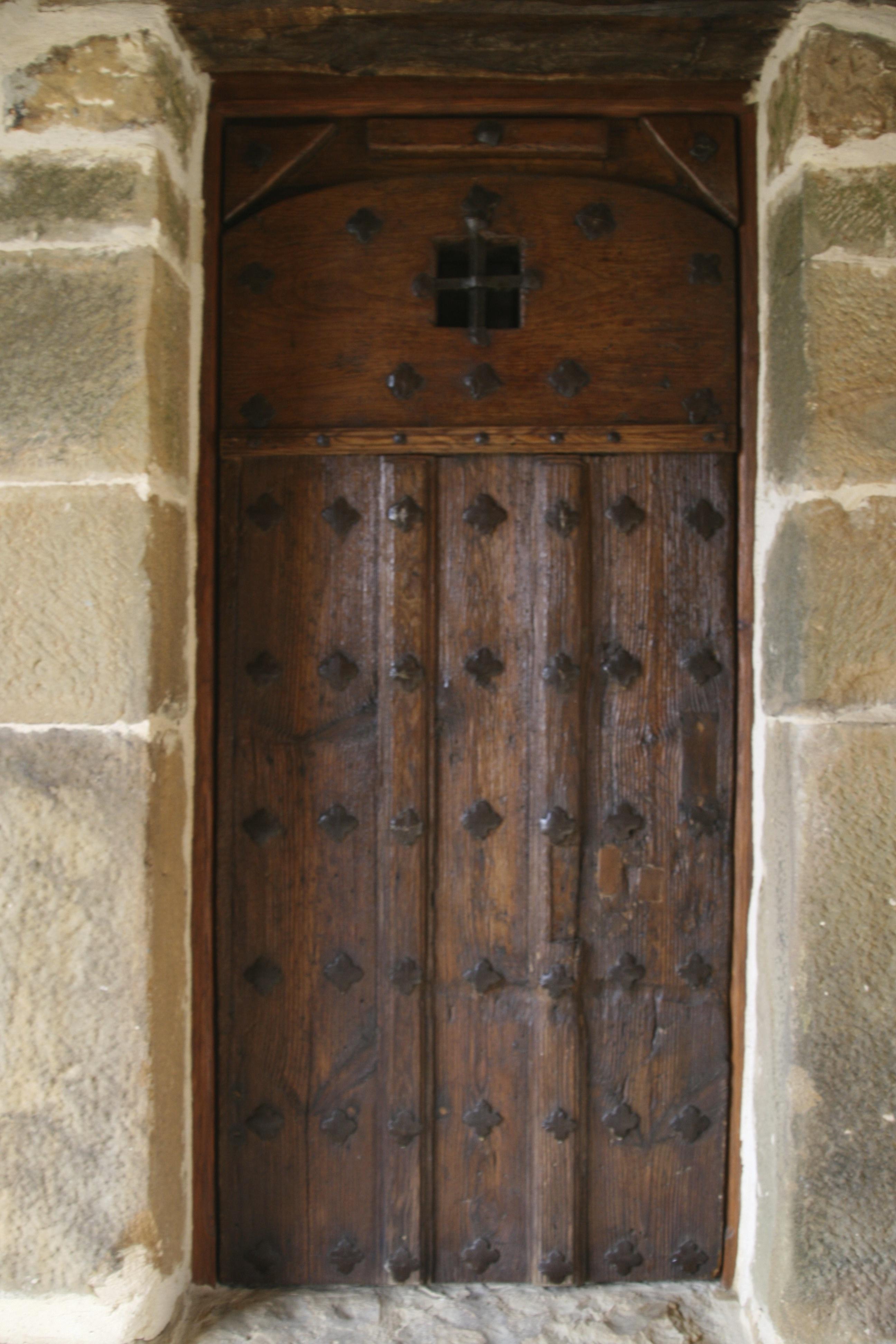 https://www.navamuel.com/images/Edificios/Puerta.jpg